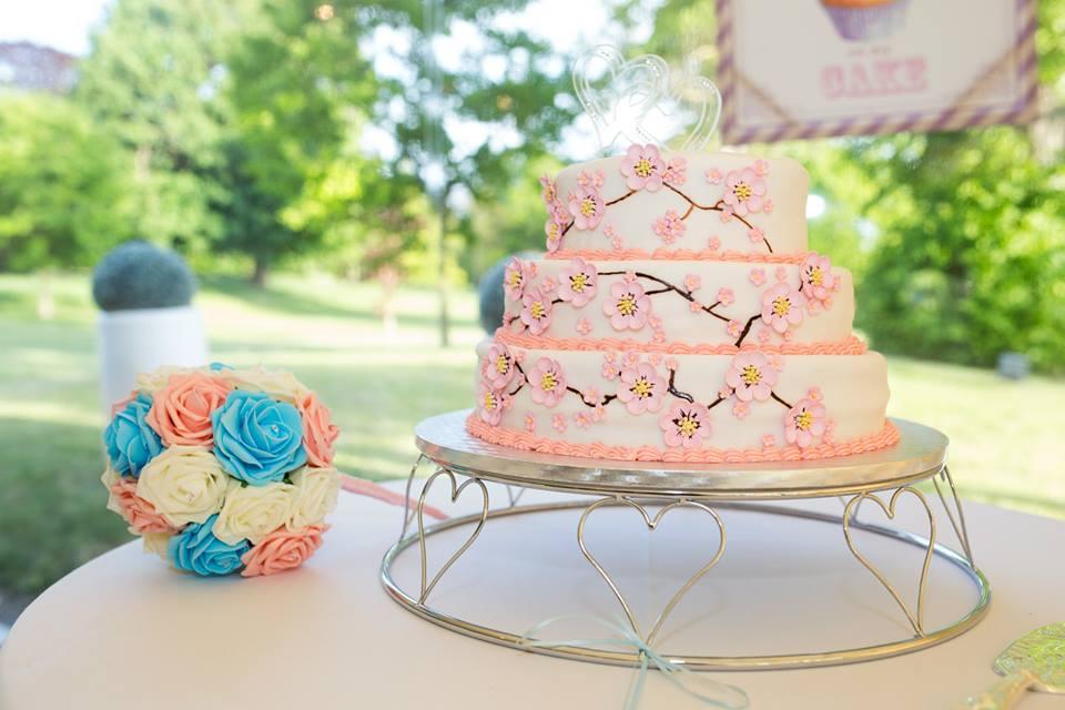 From Aldi To Harrods wedding cake